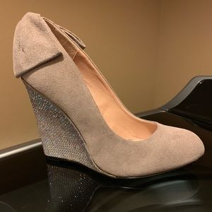 New Betsy Johnson Suede Taupe Bow and Crystal Heel
